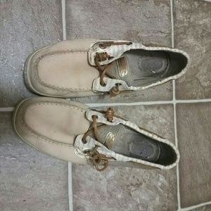 10 Tan and Gold Sperrys